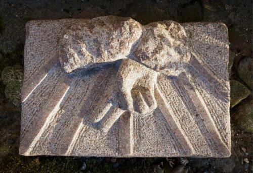 Guds hånd, skitse til døbefonten